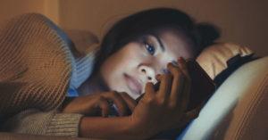 Perché gli apparecchi elettronici possono disturbare il tuo sonno?