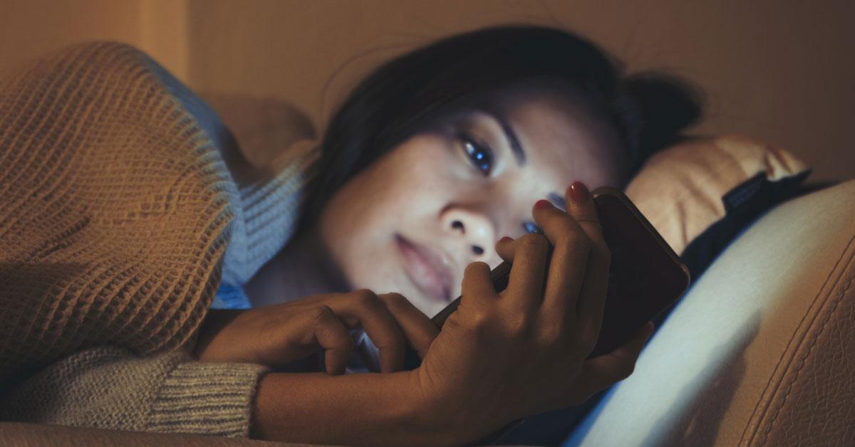 Perché gli apparecchi elettronici possono disturbare il tuo sonno